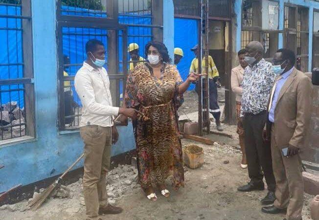 Réhabilitation Lycée Matonge : Henriette Wamu satisfaite de l'évolution des travaux.
